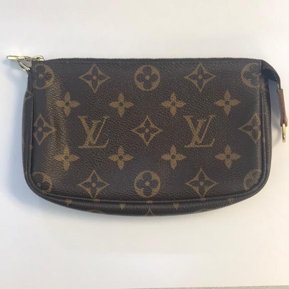 9bc81fe82cf9 Louis Vuitton Handbags - Louis Vuitton Monogram Petit Bucket Pouch